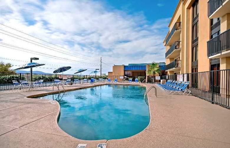 Hampton Inn Lake Havasu City - Pool - 5
