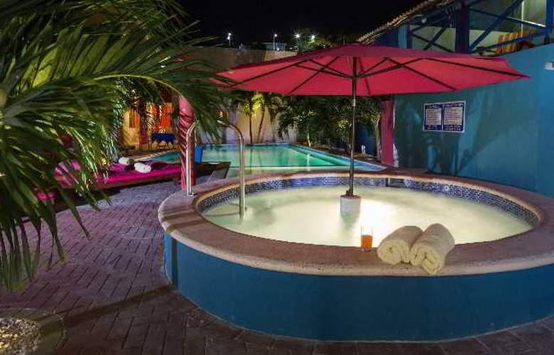 The Ritz Studios - Pool - 27