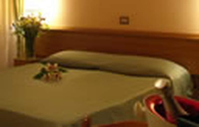 Pacific Roma - Hotel - 0