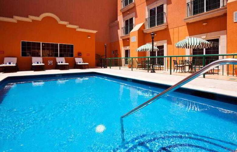 Holiday Inn Express Torreon - Pool - 20