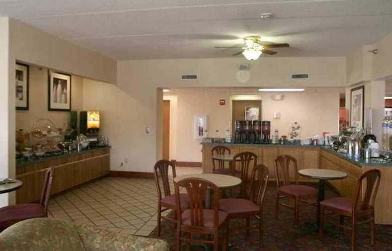 Hampton Inn Columbus-East - Hotel - 4