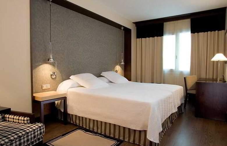 NH Sants Barcelona - Room - 8