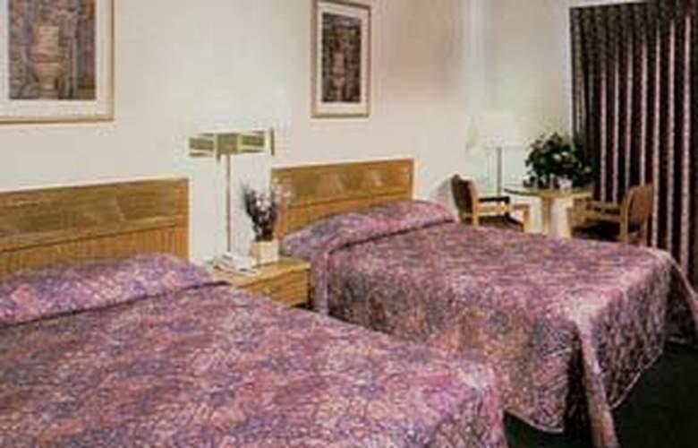 Comfort Inn - Room - 1