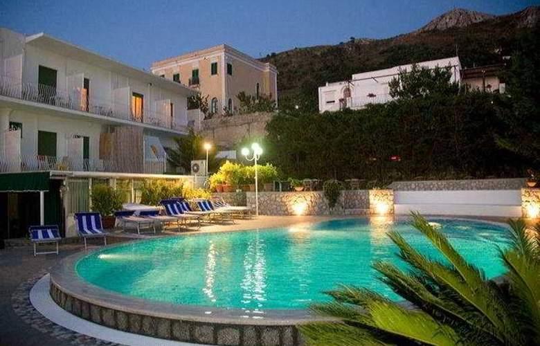 Hotel Carmencita - Pool - 4