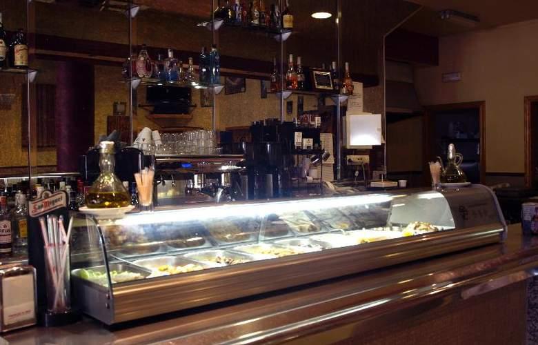Hostal La Molina - Bar - 2