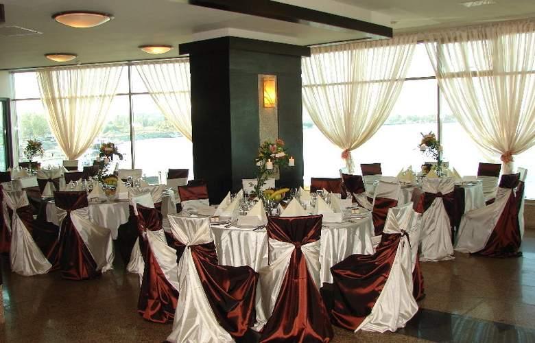Esplanada Hotel - Restaurant - 7