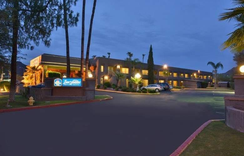 Best Western Plus Innsuites Phoenix Hotel & Suites - Hotel - 9