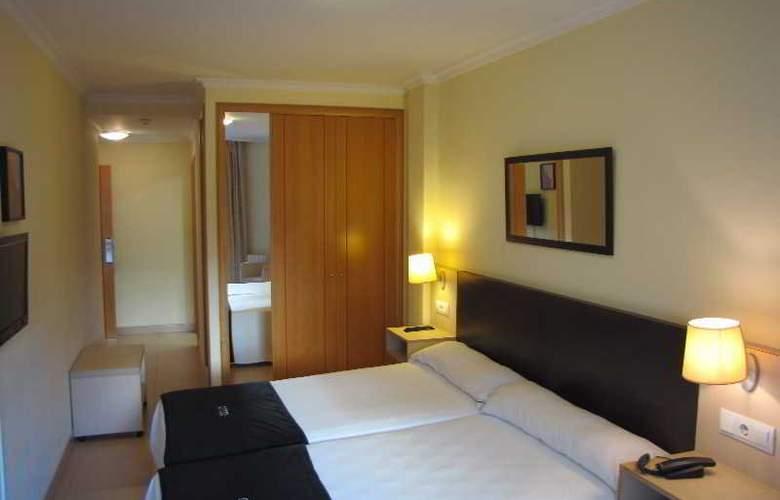 Room - Room - 12