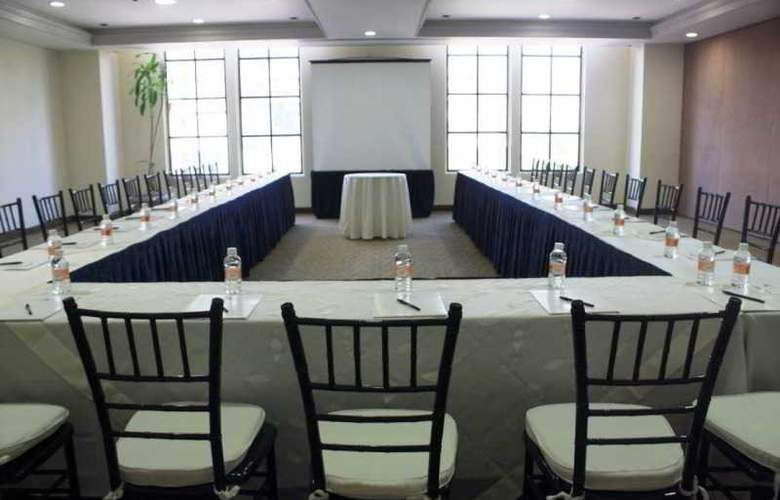Krystal Monterrey - Conference - 22