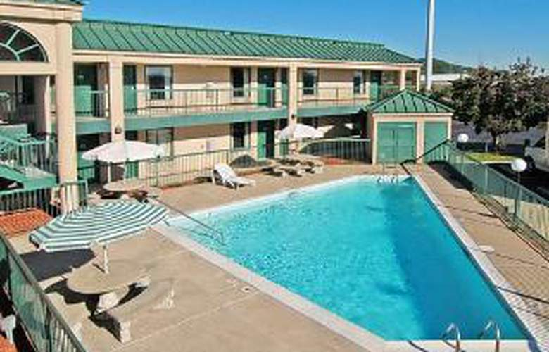 Econo Lodge & Suites - Pool - 4