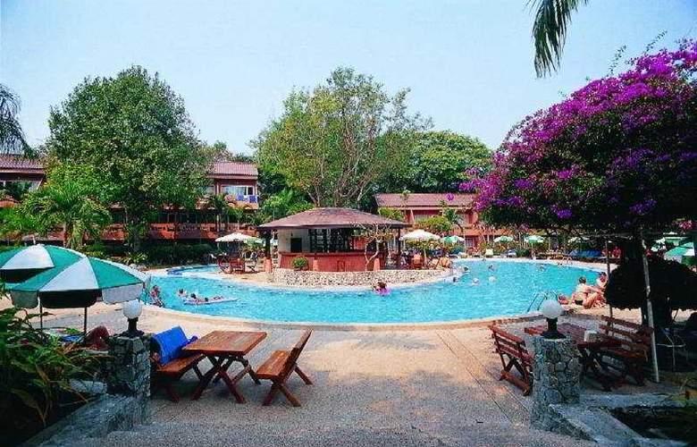 Loma Resort & Spa - Pool - 4