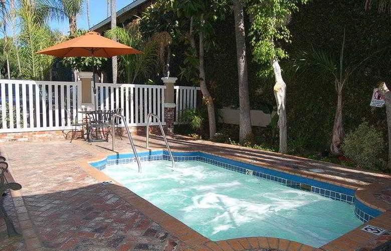 Best Western Plus Carriage Inn Sherman Oaks - Hotel - 17