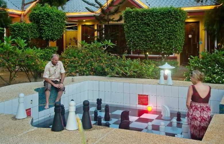 Deep Forest Garden Hotel - Pool - 15