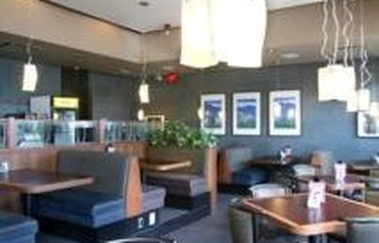 Sandman Calgary West - Restaurant - 6