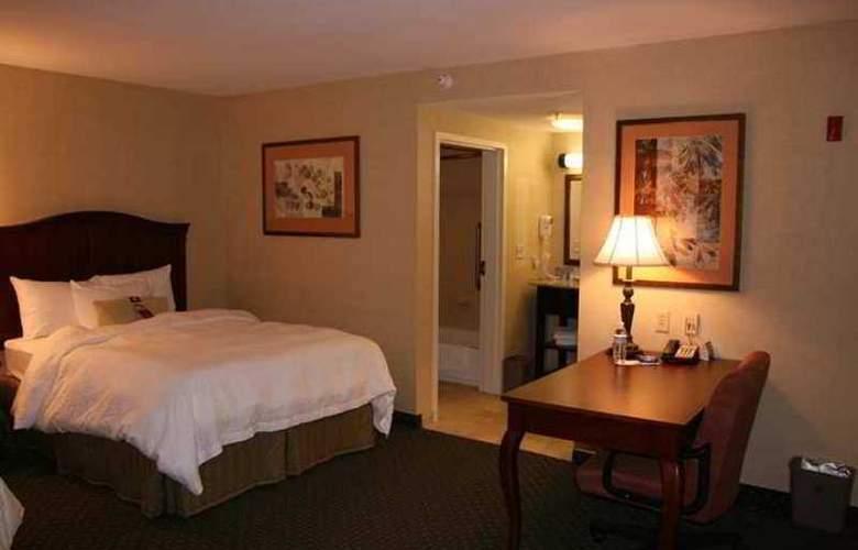 Hampton Inn Brattleboro - Hotel - 1