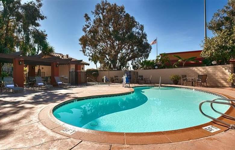 Best Western Americana Inn - Pool - 69