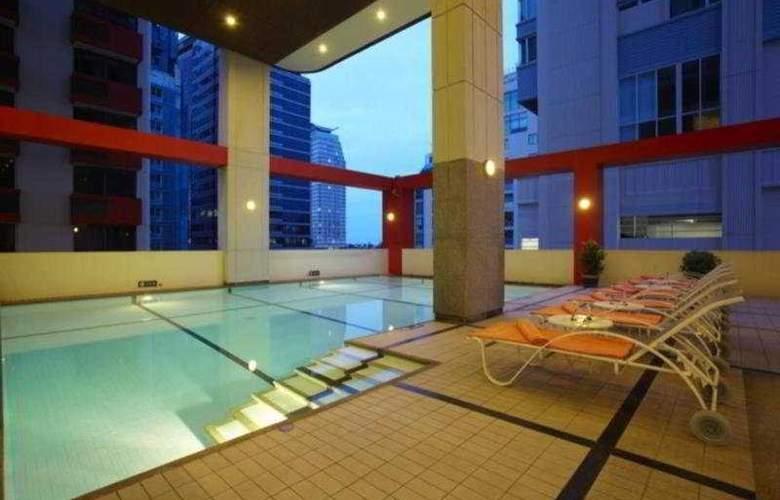 Bandara Suite Silom - Pool - 10
