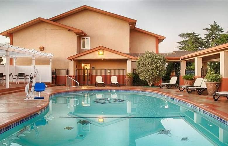 Best Western Plus Antelope Inn - Pool - 27