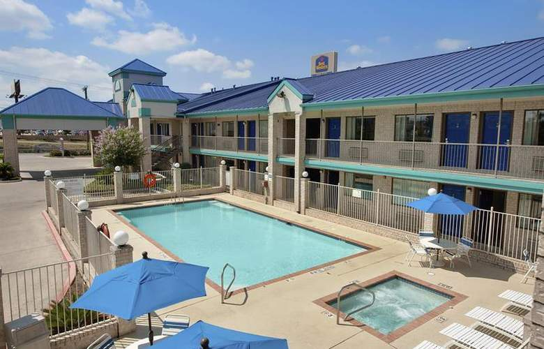 Best Western Garden Inn - Pool - 44