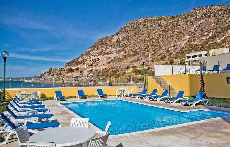 City Express La Paz - Pool - 2