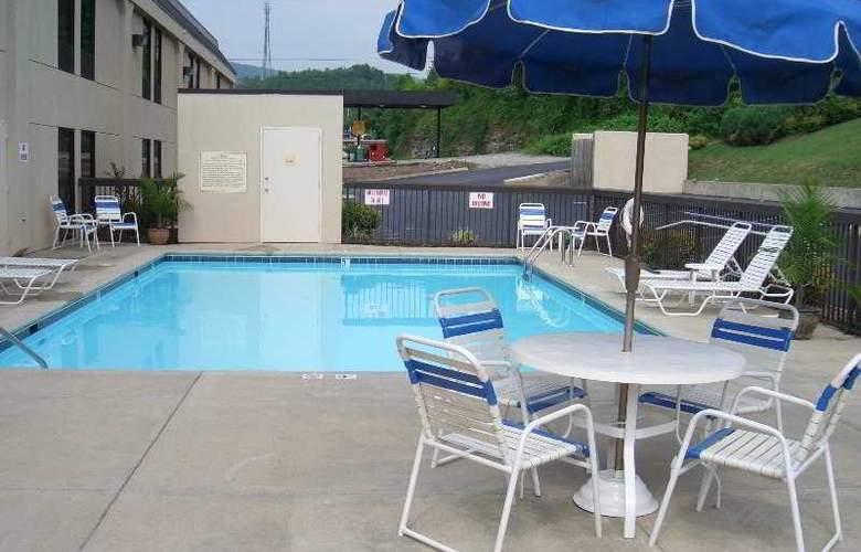 Hampton Inn I-24 West Lookout Mtn - Pool - 2