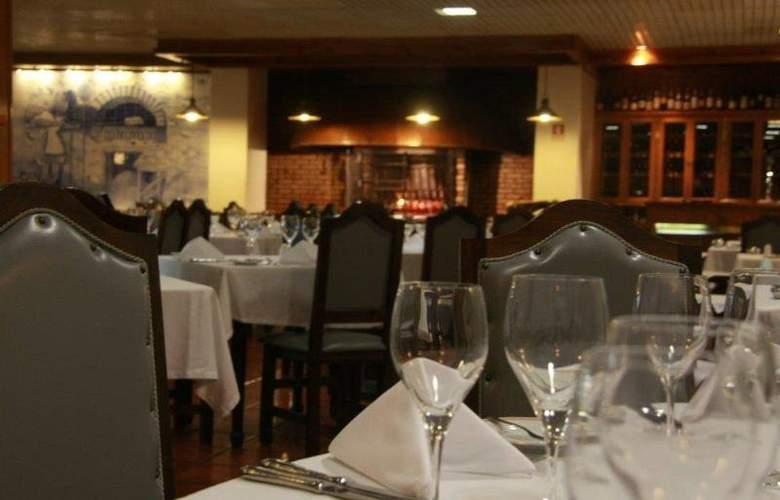 Dighton - Restaurant - 9