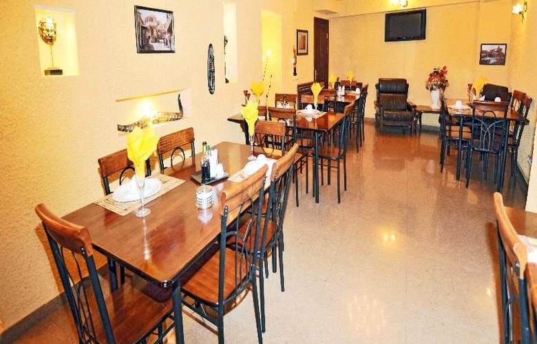 Diplomat Hotel - Restaurant - 43