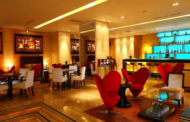 Grand Swiss-Belhotel Medan - Bar - 22