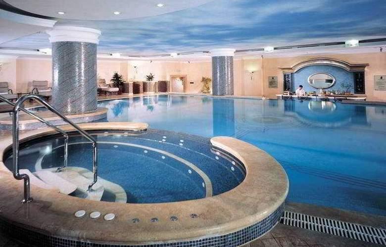 The Ritz Carlton Istanbul - Pool - 4