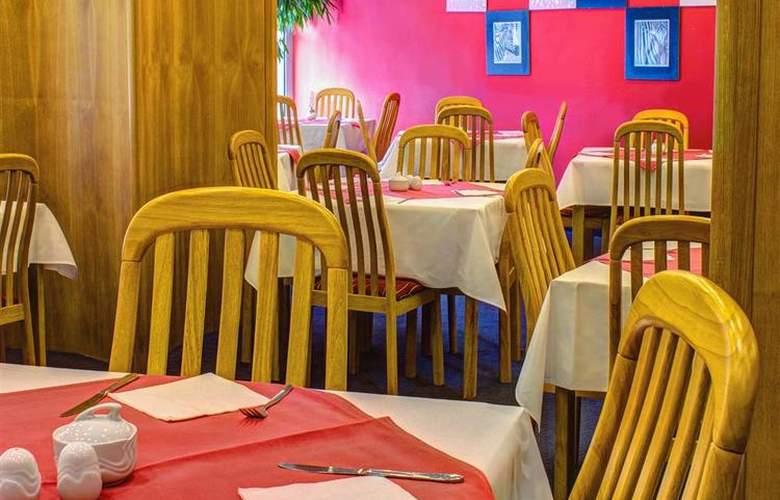 Luxury Family Hotel Bílá Labut - Restaurant - 75
