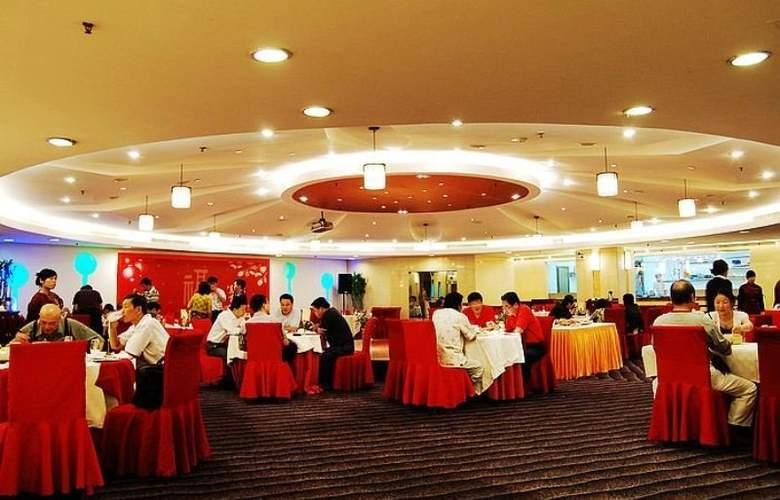 Charms - Restaurant - 4