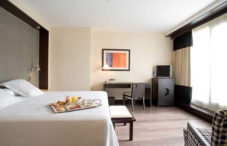NH Sants Barcelona - Room - 9