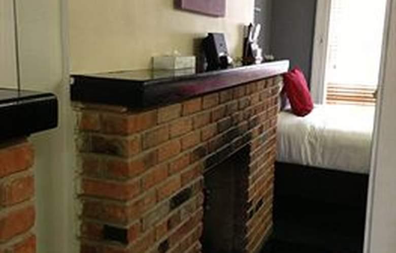 Colonial House Inn - Room - 8