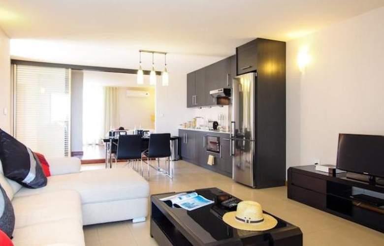 Bon Azur Elegant Suites & Penthouses - Room - 8