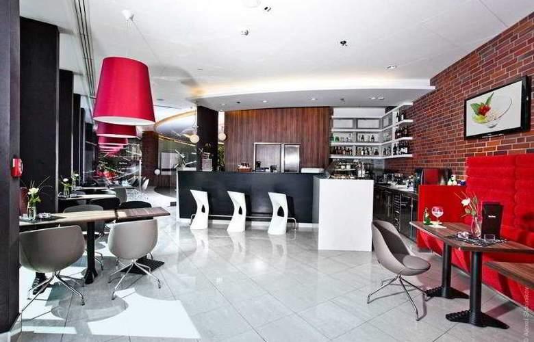 Qubus Hotel Bielsko-Biala - Bar - 9