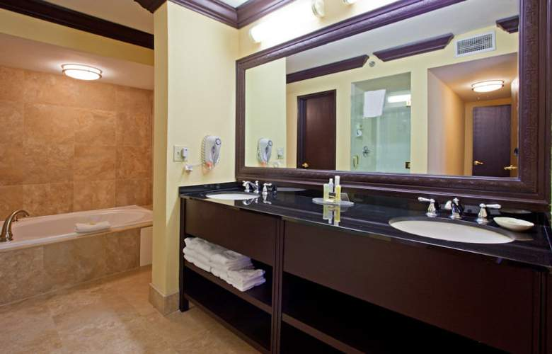 Crowne Plaza Suites Houston Southwest - Room - 1
