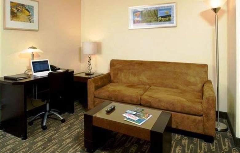 Best Western Plus Navigator Inn & Suites - Room - 12
