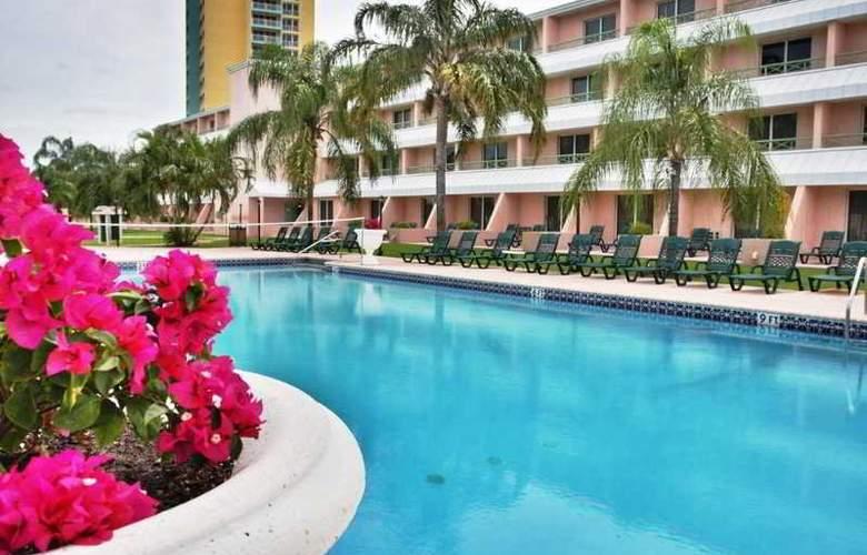 Castaways Resort & Suites - Pool - 9