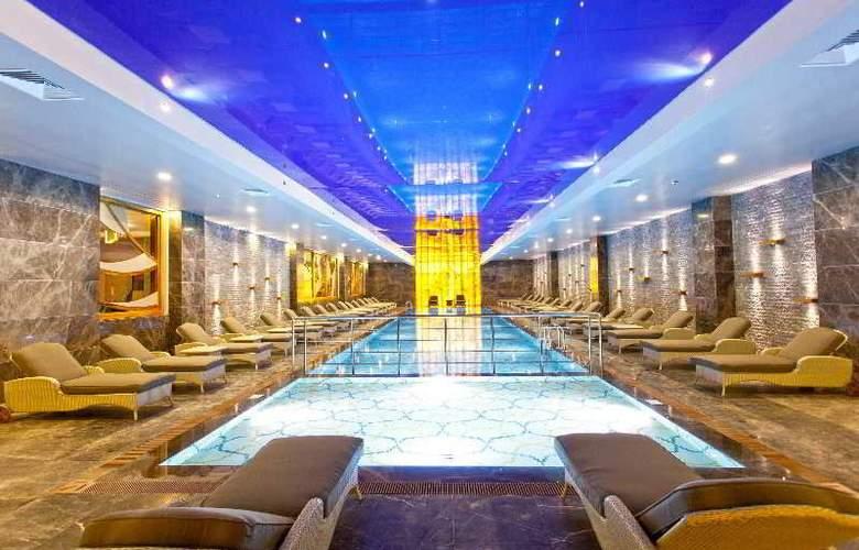 Thor Luxury Hotel & Villas - Pool - 3