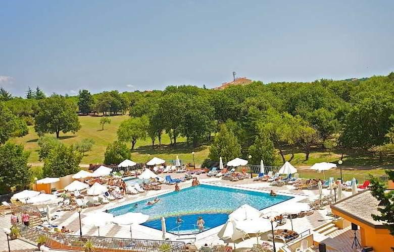 Holiday - Pool - 9