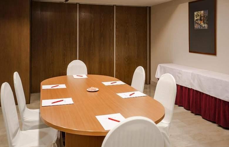 Centric Atiram - Conference - 18