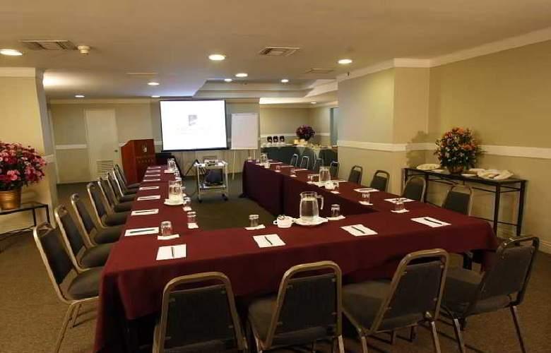 Plaza Del Bosque - Conference - 13
