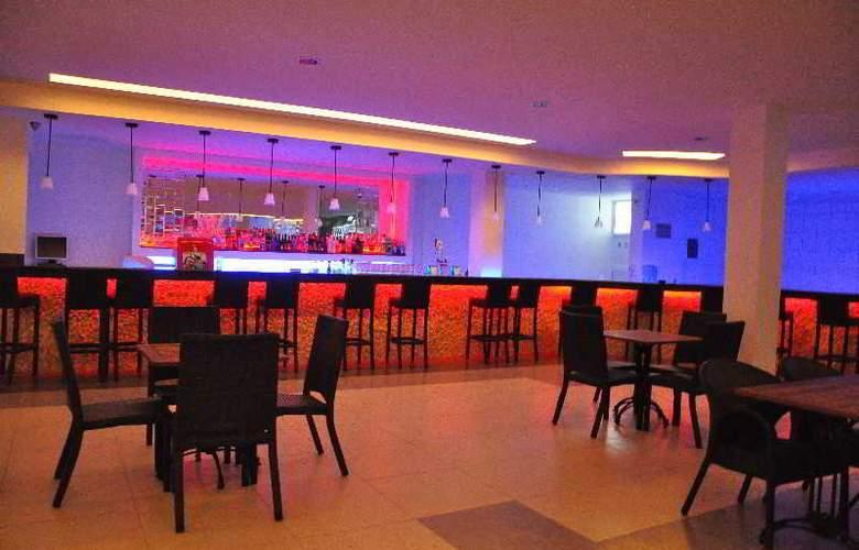 St Nicholas Park Hotel - Bar - 8