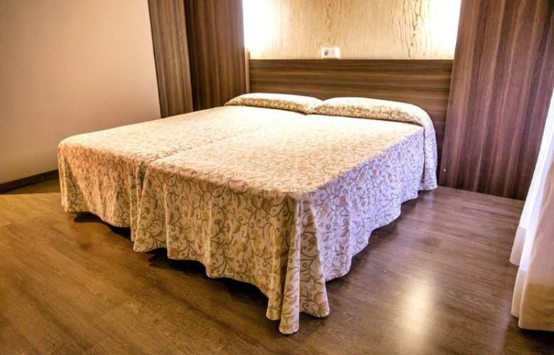 Esteba - Room - 6