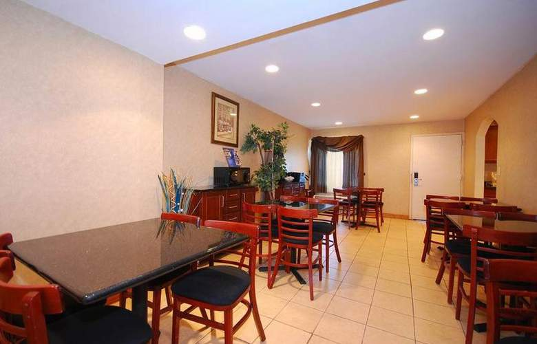 Best Western East Brunswick Inn - Restaurant - 28