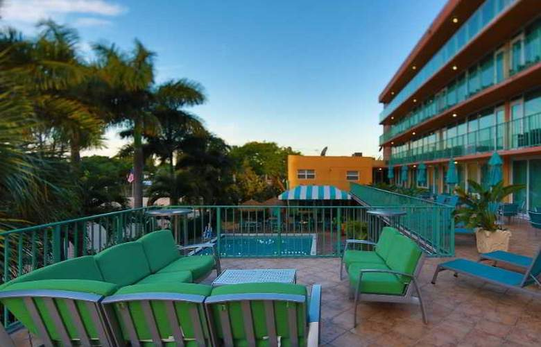 Best Western Plus Oceanside Inn - Terrace - 119