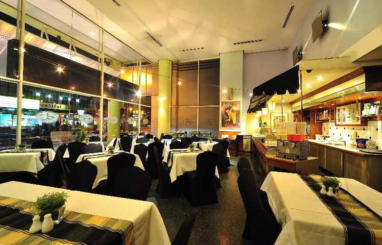 Alpha Genesis Hotel Kuala Lumpur - Bar - 6