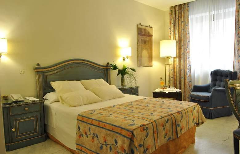 Corona de Granada - Room - 3