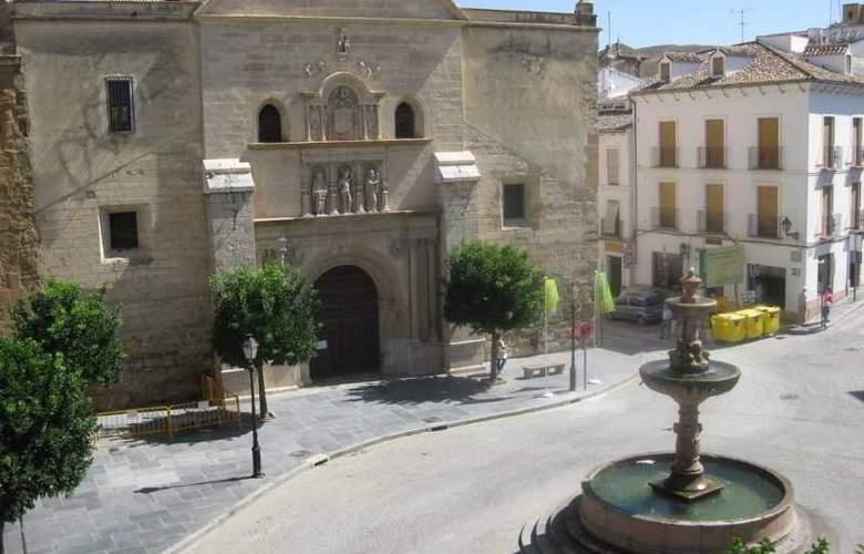 Plaza San Sebastian - Hotel - 0