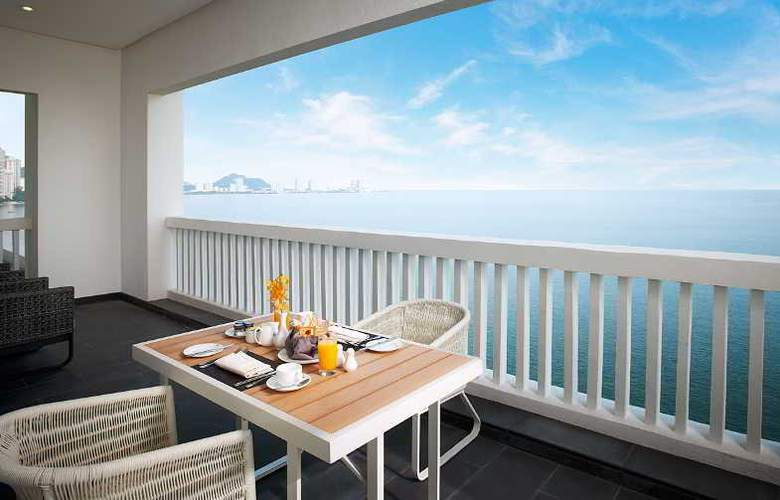 Eastern and Oriental Hotel Penang - Room - 21
